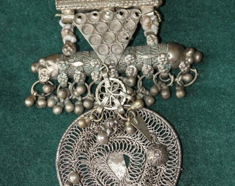 Antique Bedouin Qilada-pendant-with Hirz