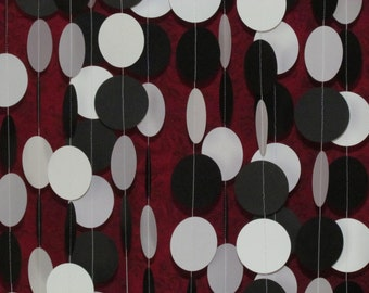 2 In. Black & White Garland