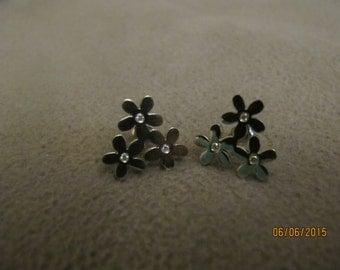 Flower shaped reshine stone earrings