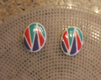 "RETRO EARRINGS PIERCED, Green, Red, Purple, White Geometric, 1.5"" Diameter (#540)"