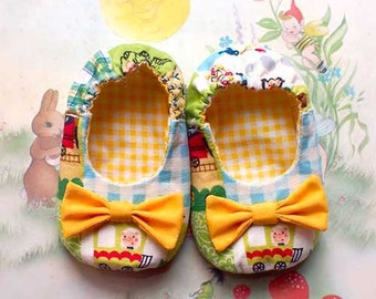 Fairytale Bow Baby Booties - Train Ride Piggy