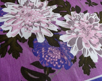Vintage Kitsch Tea Towel - Purple and White Giant Chrysanthemums on a Mauve background