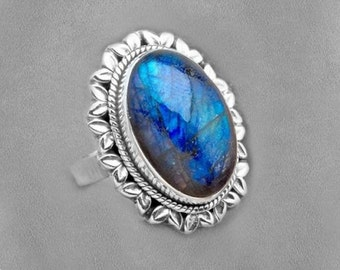 Sale: Luminous Labradorite and Sterling Silver Ring Size 9