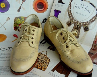 Vintage WINGTIP Granny Oxford Shoes size 7 .5 B Eu 38  UK 5 Leather Laceup Ivory white  BROGUES 1940s Flats Grunge