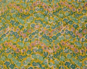 Vintage 1960s Floral Printed Cotton Fabric - 4-1/3 Yards - Fabric Yardage / Woven Fabric / Cotton Fabric / 1960s Fabric / 1960s Cotton / 60s