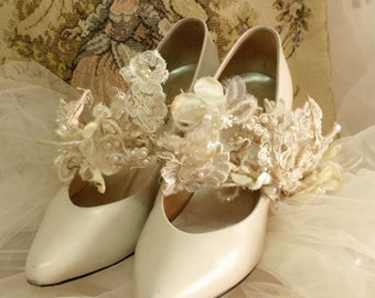 Vintage Ivory leather pumps bridal shoes 7