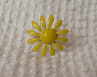 Vintage Enamel Yellow Daisy Adjustable Ring - cute and fun to wear