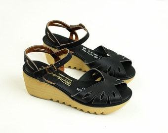 70s Vintage Black Leather Platform Sandals / Size US 5