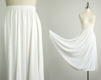 90s Vintage Ivory White Full Maxi Skirt / Size Medium