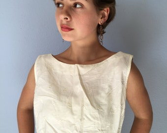 Vintage Crop Top - 1960s Cotton Eyelet White Beach Movie Blouse - Sanfordized Button Back - Boat Neck - Sleeveless