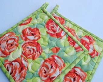 Quilted Pot Holders, Amy Butler Tumble Roses potholders, Floral Potholders, Hotpads, Set of 2 Pot Holders, Hostess Gift, Shower Gift