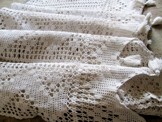 Vintage Bedspread Lace Crochet Crocheted Coverlet Bed Linen Off White with Tassles