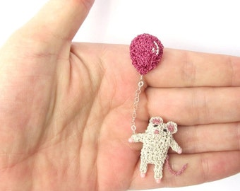 Mouse holding a balloon brooch - mouse pin, miniature crochet wire, mouse jewelry, mini crochet mouse, pink balloon, animal brooch