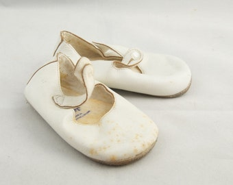 Vintage White Leather Baby Shoes tws