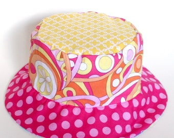 Baby girl sun hat, bucket summer hat for children with flowers and plaid