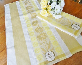Yellow Linen Towels, Yellow Daisy Towels, Never Used Towels, NOS Linen Towels, Kitchen Linen Towels, FREE USA Shipping with 2 towels