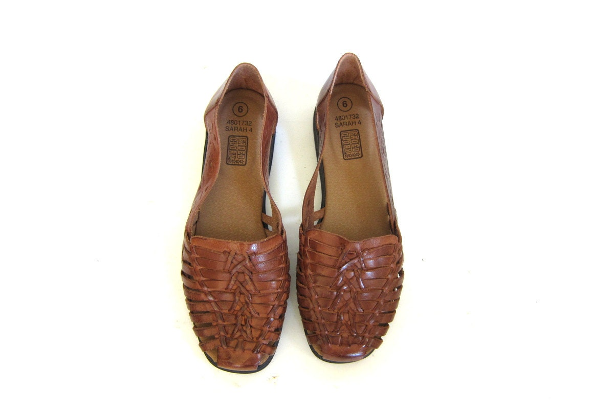 4ae9b8b64ed5e Vintage brown leather huaraches.l huarache sandals. Leather flats. womens  shoes size 6
