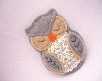 Felt brooch - felt owl pin -  felt bird brooch - felt barn owl pin