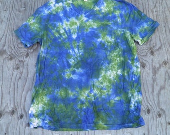 Avocado & Navy Scrunch Tie Dye V-neck T-Shirt (Bella Canvas Size 2XL) (One of a Kind)