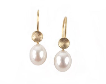 golden earrings with pearldrops