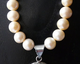 Peach cultured pearl and paisley necklace