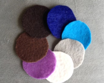 Felt pads for essential oil lockets