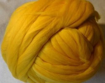 Superfine Merino Wool Roving - Daffodil Wool Roving - Yellow Wool Roving - Color 19 Wool Roving - 8oz