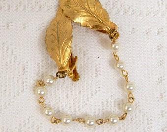 Vintage Sweater Guard Pearl Chain Gold Tone Leaf Clips    Free Ship within the USA