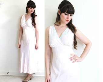 1940s Nightgown / 40s Pink Satin Embroidered Nightgown