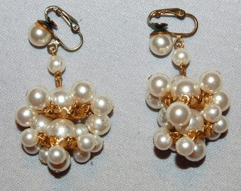 Vintage / Clip / Earrings / Pearl / Gold Tone / dangle / old jewelry /