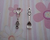 set of 20--antique silver color plated metal pendant-metal charm-metal fork charm--32mmx7mm