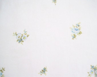 Vintage Sheet Fabric Fat Quarter – Floral Blue Roses Flowers Shabby Chic