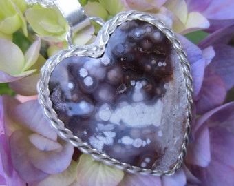 Romanitic Natural, Luna Agate Heart and Sterling SilverNecklace
