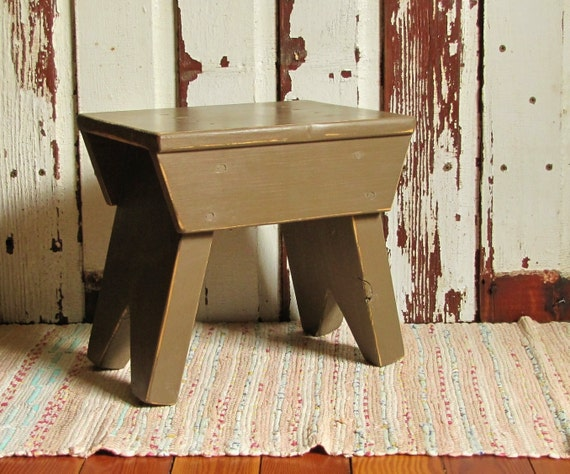 Handcrafted Farmhouse Primitive Style Brown Step Stool Bench