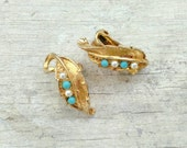 Vintage golden clip on earring leaf turquoise pearl detail