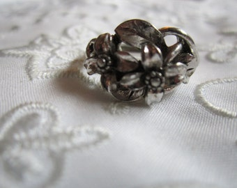 Vintage Avon Silver Tone Ring with Flowers and Leaves