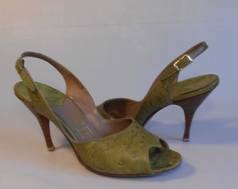 Light Stepping Across Salerno - Vintage 1950s Avocado Green Ostrich Leather Slingback Pumps Heels - 7