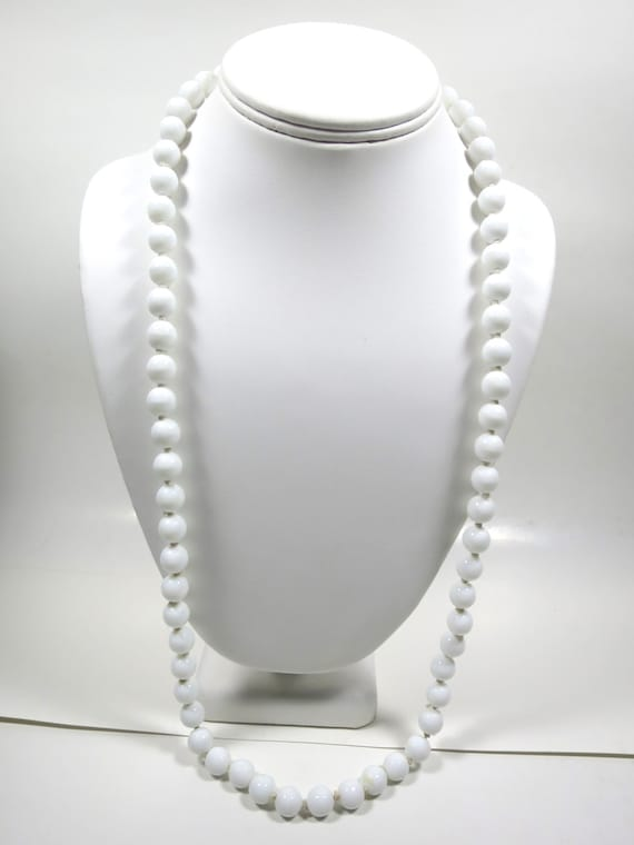 white glass bead necklace knotted 9 mm by