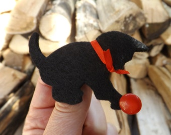 Playful Kitten Brooch, Kitten Pin, Kitten badge, Black Kitten, Black Cat, Kitten Jewellery, Animal Brooch, Felt Cat