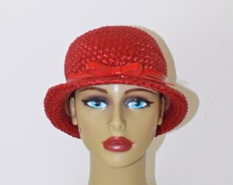 Vintage 1950s Red Fascinator Hat . 50s 60s Woven Straw Pillbox Hat . Derby Cloche Hat . Red Bow in Front