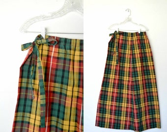 Plaid skirt Long 70s vintage Elastic waistband Small bow at side of top Able to be shortened / size medium and for tall women