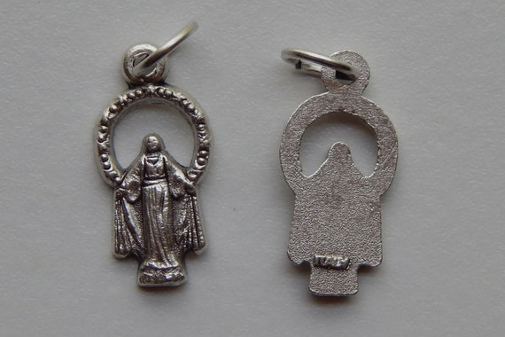 5 Patron Saint Medal Findings, Our Lady of Grace, Crowned, Die Cast Silverplate, Silver Color, Oxidized Metal, Made in Italy, Charm, Drop