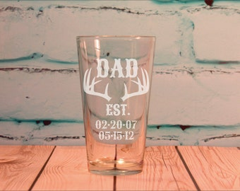 Hunting Theme DAD gift, DAD Est. Glass 16 ounce Engraved Pint Glass Fathers Day Gift - Antler Hunting Dad Gift with Kids Birth Dates