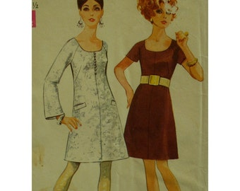 "1960s Mod Dress Pattern, Scoop Neck, Mini Skirt, Raglan Sleeves, Bell/Short, Simplicity No. 7891 Size 10 (Bust 32.5"" 83cm)"