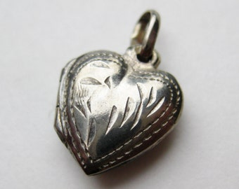 Vintage Sterling Silver Mini Heart Shaped Locket Necklace Pendant