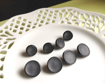 8 Black buttons