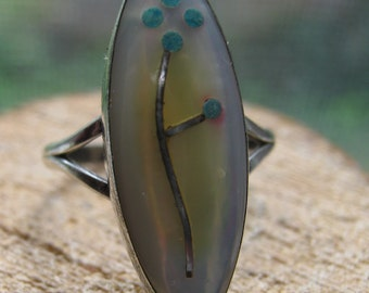 Zuni Vintage Sterling Silver Ladies Ring Unique Design with Mother of Pearl Size 6 MOP Inlay