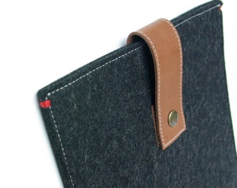 MACBOOK FELT CASE in black - Buffalo leather closure - Case for 13 inch macbook Pro and Air.