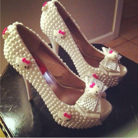 Statement Shoes Made With Pearls And Little Kitty Faces