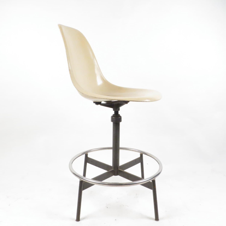 Herman Miller Eames Cream Fiberglass Drafting Stool Bar